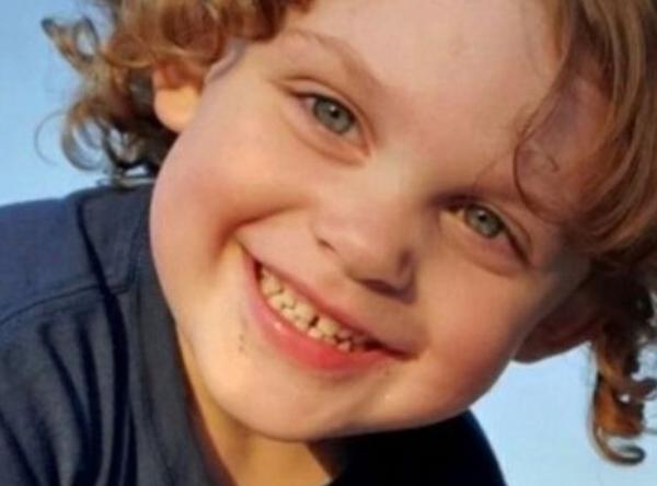 Un copil de 3 ani a murit, după ce s-a împușcat accidental cu o armă găsită în casă. Ce spun autoritățile