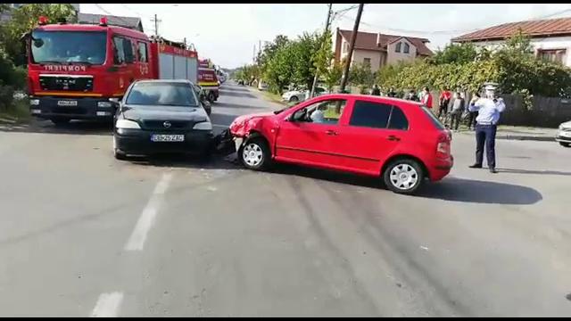 Accidente în lanț în județul Dâmbovița, din cauza neacordării priorității. Mai multe persoane, rănite