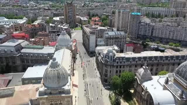 Autoritățile se contrazic privind rata de infectare în București. Capitala se află în pragul carantinei