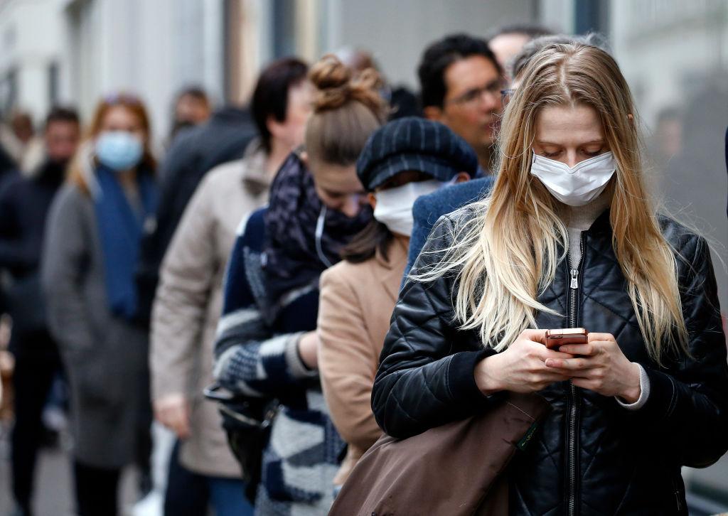 În Bulgaria purtarea măștii de protecție va fi obligatorie începând de joi, după un record de cazuri noi de infectare