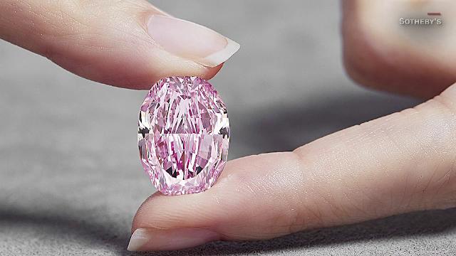 Cel mai mare diamant roz din Rusia va fi scos la licitație. Cu cât ar putea fi vândut
