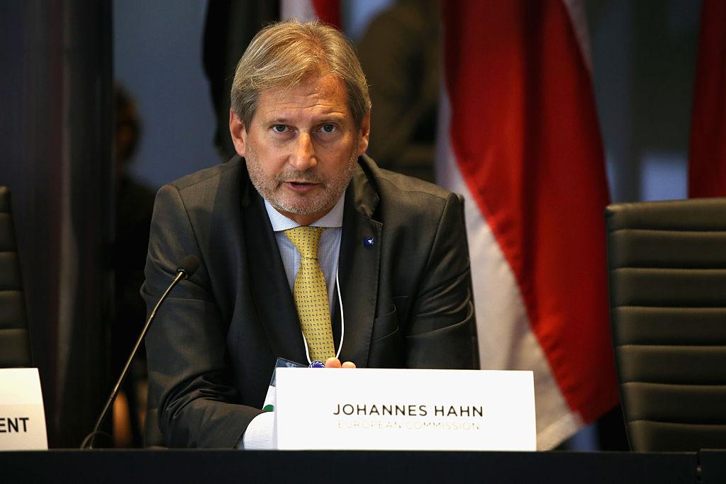 Comisarul european pentru buget vine la București. Cu cine se întâlnește