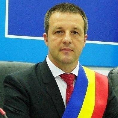 """Primarul municipiului Brăila, despre purtarea măștii de protecție în oraș: """"O poartă cine dorește"""""""