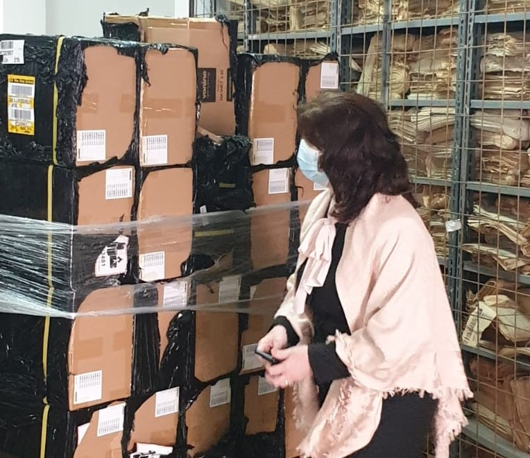Mii de tablete stau in depozit la ISMB, in timp ce elevii nu au pe ce face orele online