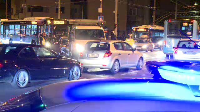 Accident violent în București. O femeie a ajuns la spital