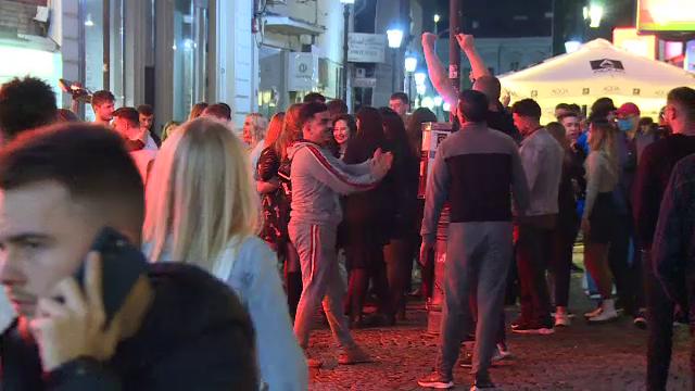 Petrecere în Centrul Vechi din Capitală. Zeci de oameni au dansat unul lângă altul