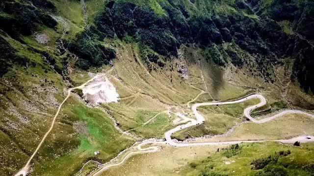 Spectacolul naturii pe Transfăgărășan. Ce poate face un turist în această zonă