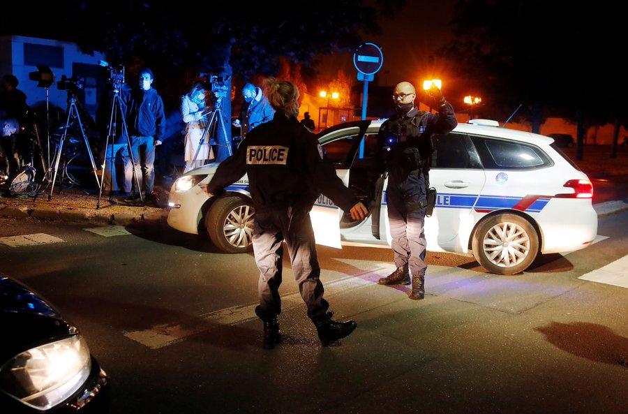 Cinci noi arestări în cazul profesorului decapitat în Franța. Identitatea atacatorului, confirmată