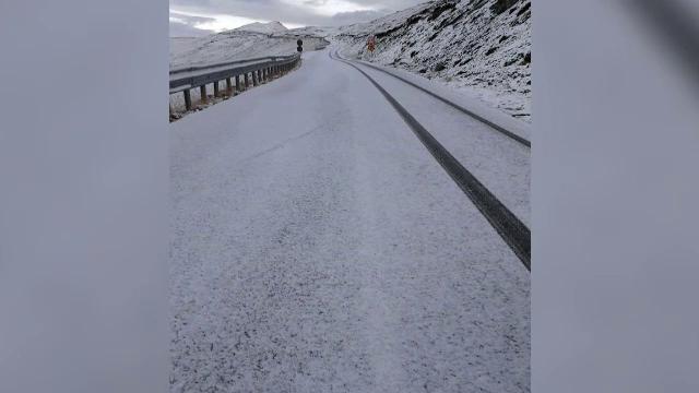 Prima deszăpezire din acest an, pe Transalpina. Imagini spectaculoase surprinse după ninsoare