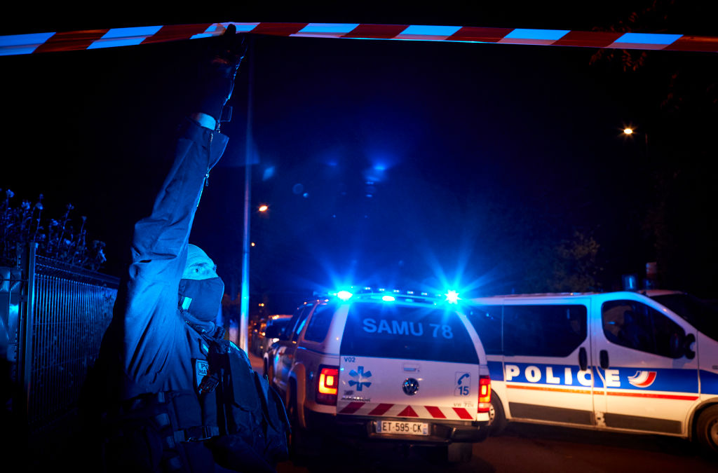 Cine este tânărul care a decapitat un profesor în apropiere de Paris.