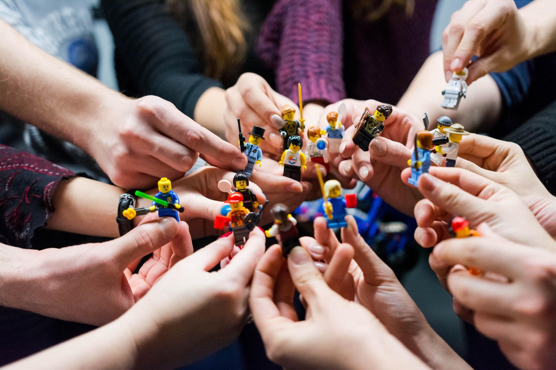 (P) Avantajele jocului cu seturile LEGO atât pentru copii, cât și pentru adulți