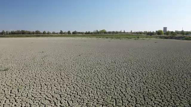 Lacul de 400 de hectare din România care s-a trasformat în deşert.