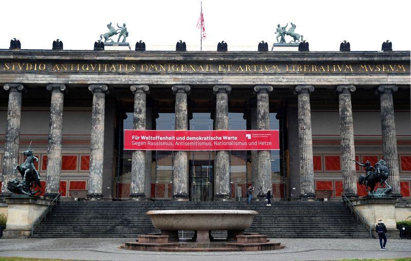Zeci de obiecte de artă din Berlin au fost vandalizate de conspiraționiști