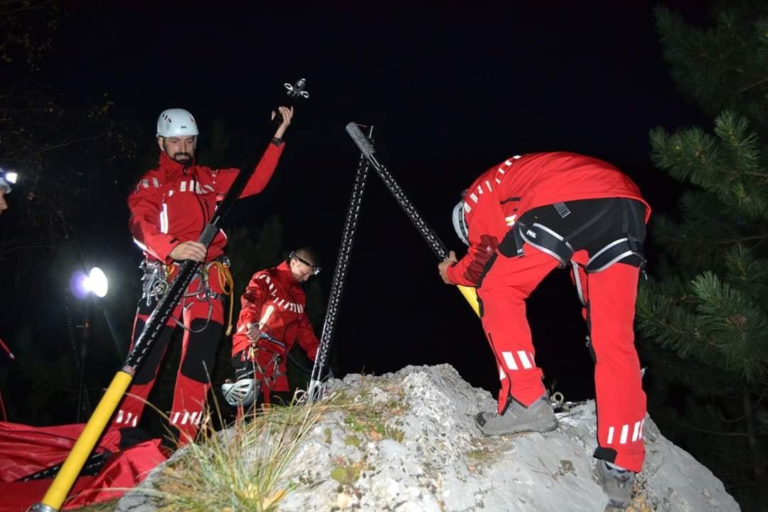 Acțiune de proporții pentru recuperarea a doi turiști căzuți în prăpastie, în Bucegi. Au căzut 200 de metri în hău
