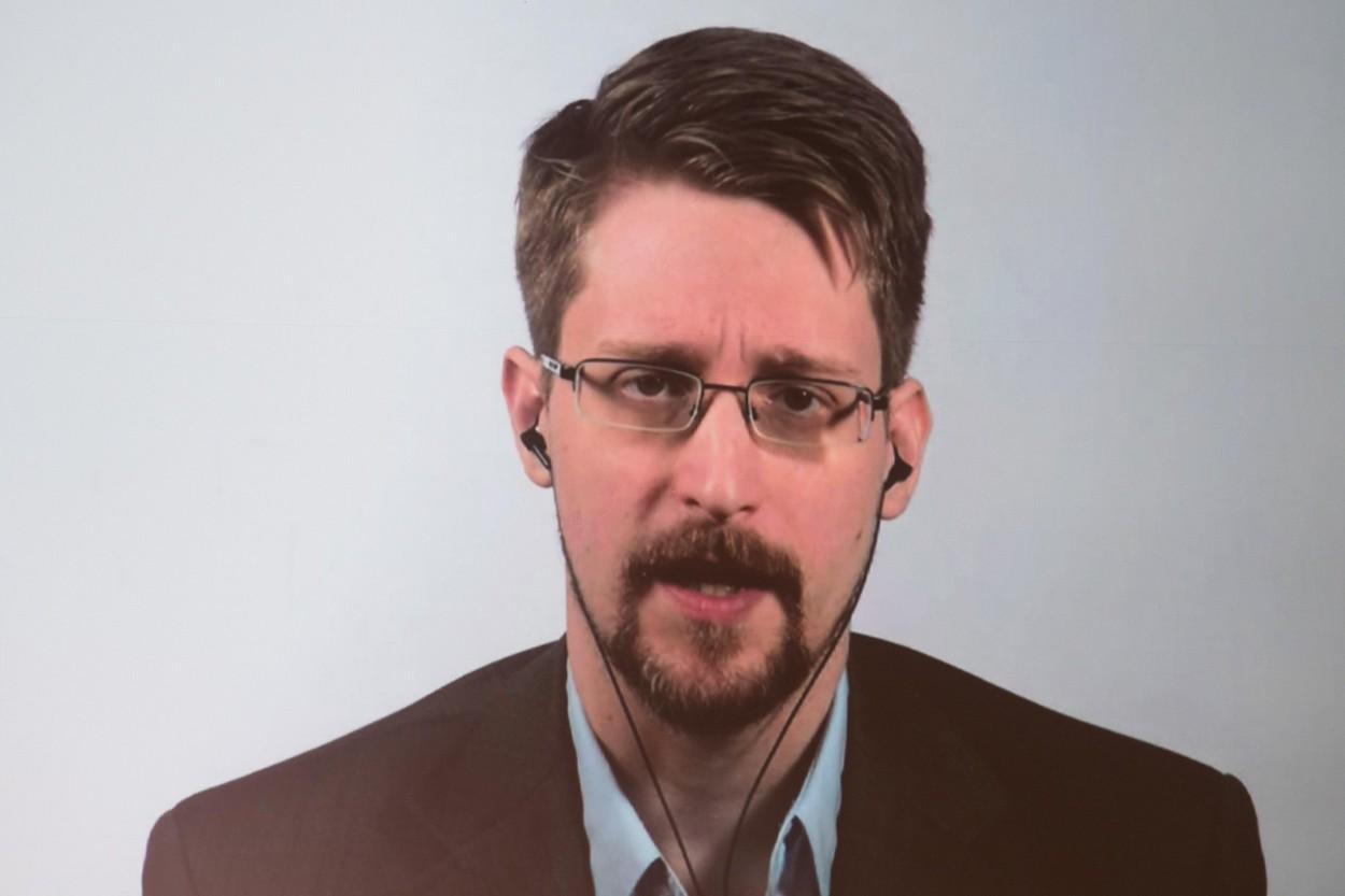 Avertizorul de integritate Edward Snowden a devenit tată. Ce poză a postat soția lui