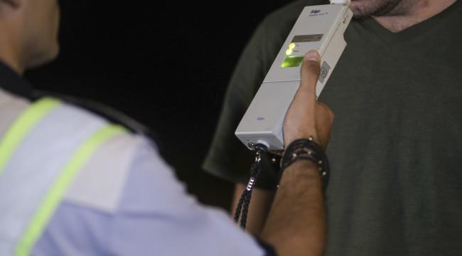 Cum îți poți pierde permisul din cauza dezinfectantului de mâini. Explicația unui polițist rutier. VIDEO