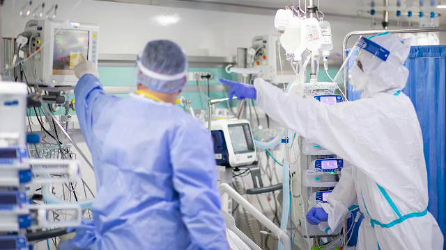 Copleșiți de cazurile Covid-19, doctorii se pregătesc pentru medicina de dezastru. Ce înseamnă acest lucru