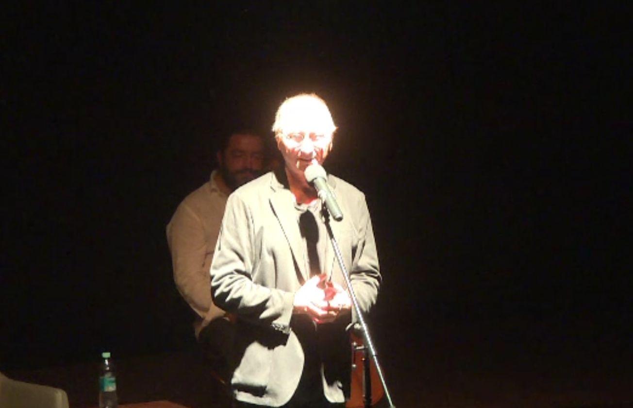 Horațiu Mălăele a revenit pe scenă după ce s-a vindecat de COVID. Spectacol cu distanțare la Târgu Jiu