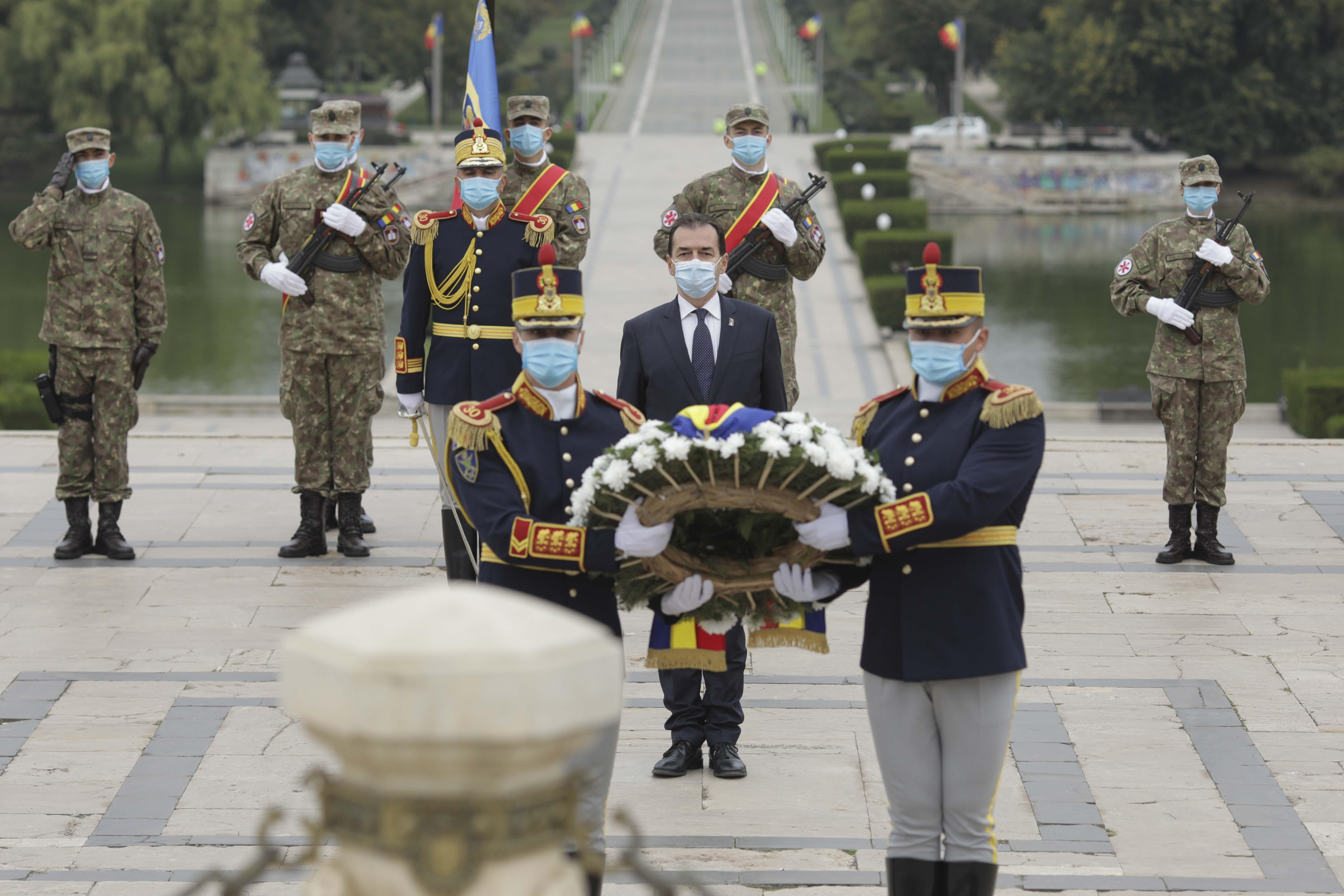 Festivități de Ziua Armatei, fără public, din cauza restricțiilor. Participă preşedintele şi premierul