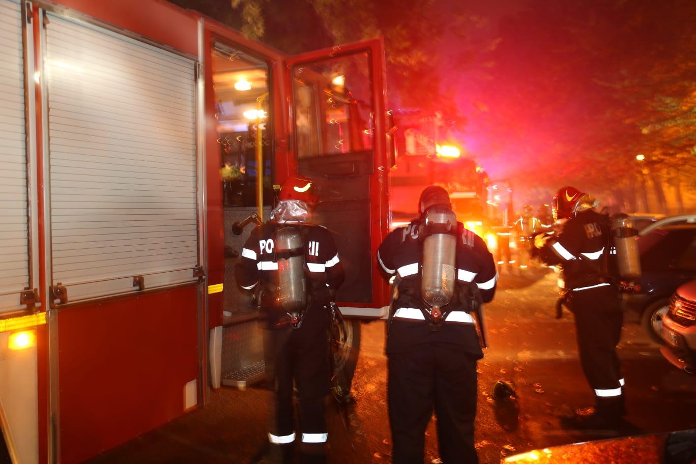 Incendiu puternic în Cluj-Napoca. Un bătrân de 80 de ani, găsit carbonizat în locuință