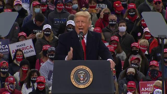 """Înaintea alegerilor prezidenţiale, Donald Trump promite că pandemia """"e aproape gata"""""""