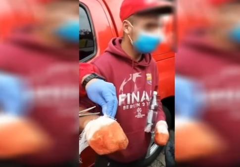 Un bărbat susținea că și-a pierdut degetele și cerea bani enoriașilor la pelerinaj. VIDEO
