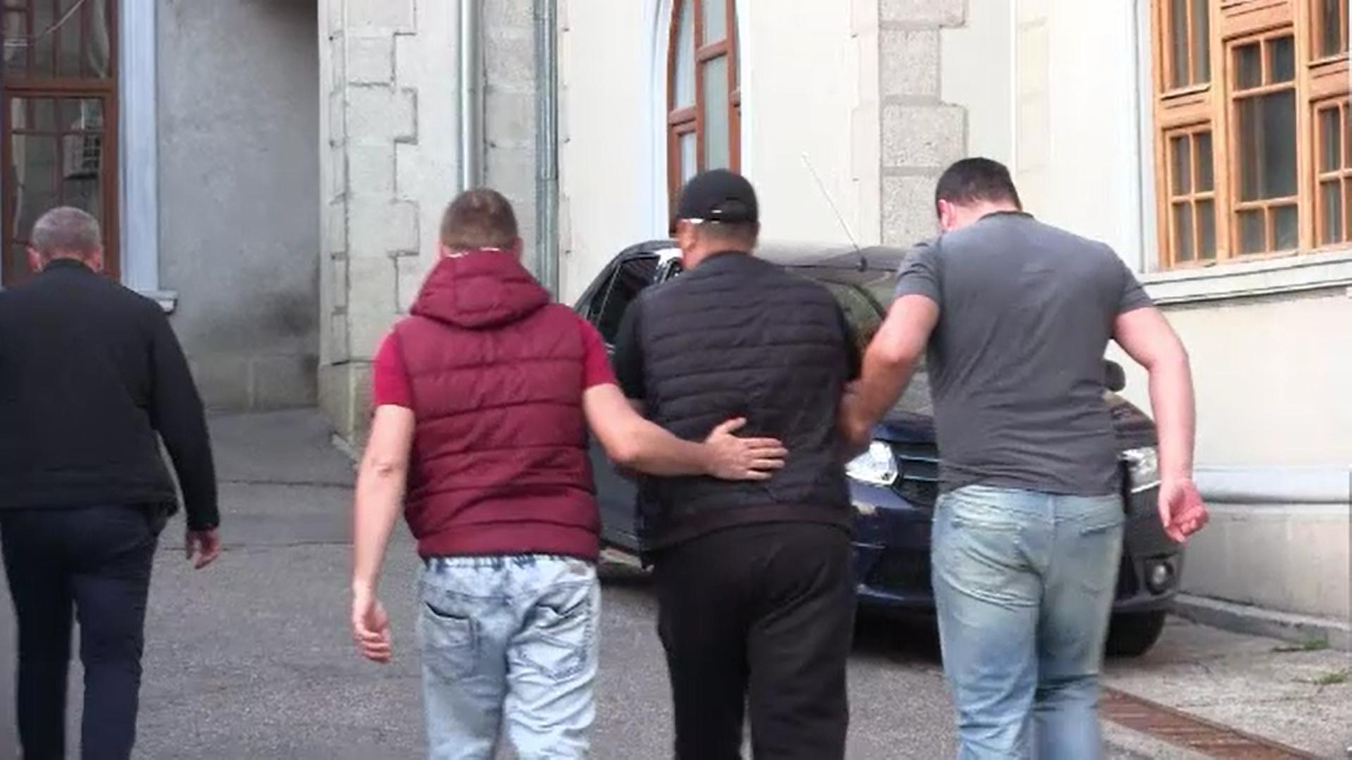 Bărbații care au omorât 17 persoane cu spirt contrafăcut, trimiși în judecată