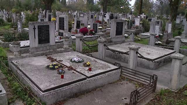 Clujenii care nu pot ajunge la cimitir de Ziua morților pot apela la voluntari