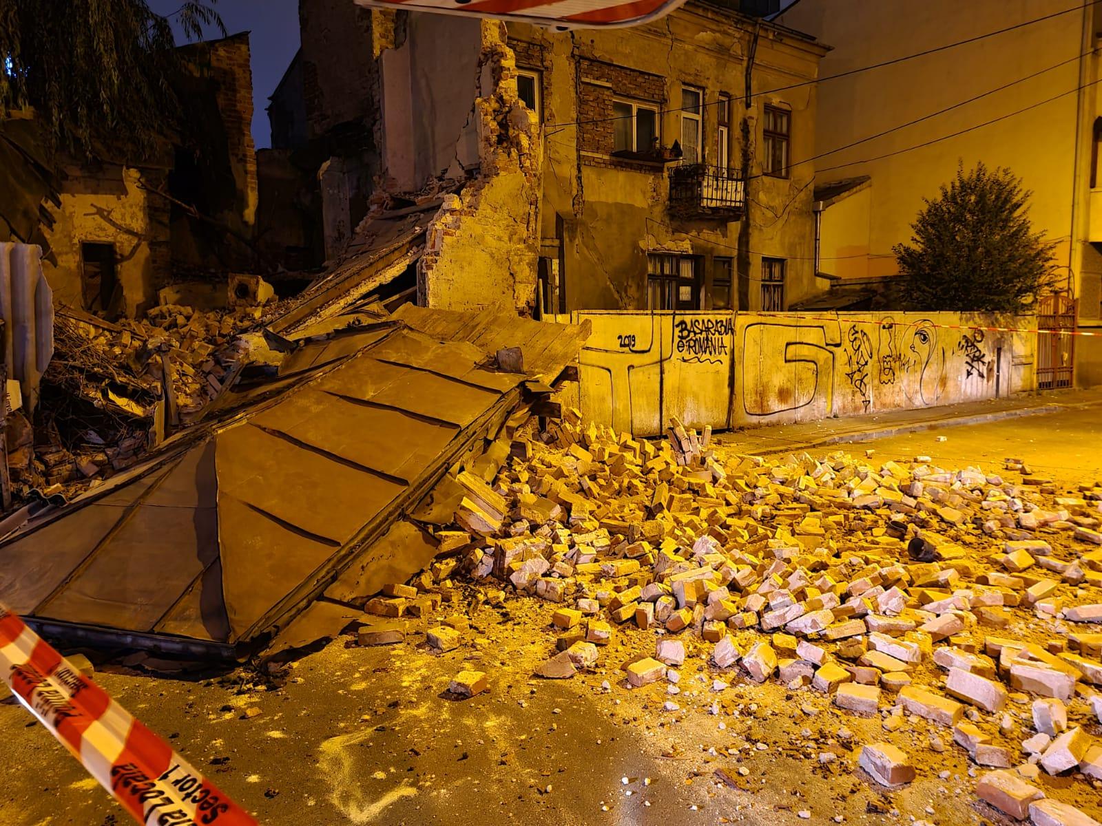 O clădire monument istoric din centrul Capitalei s-a prăbuşit. Nu sunt persoane rănite
