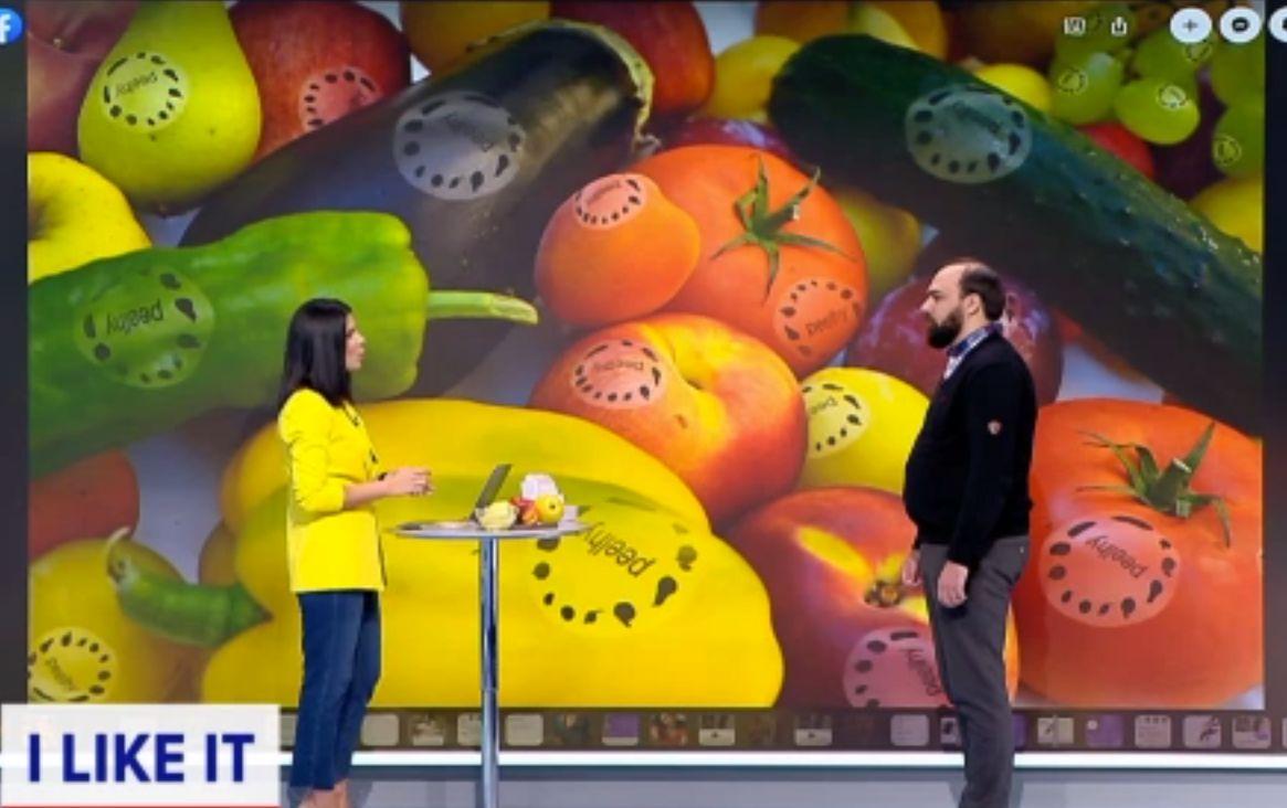 Invenție românească, la ILikeIT: Eticheta de pe fructe care se transformă în detergent, sub apă
