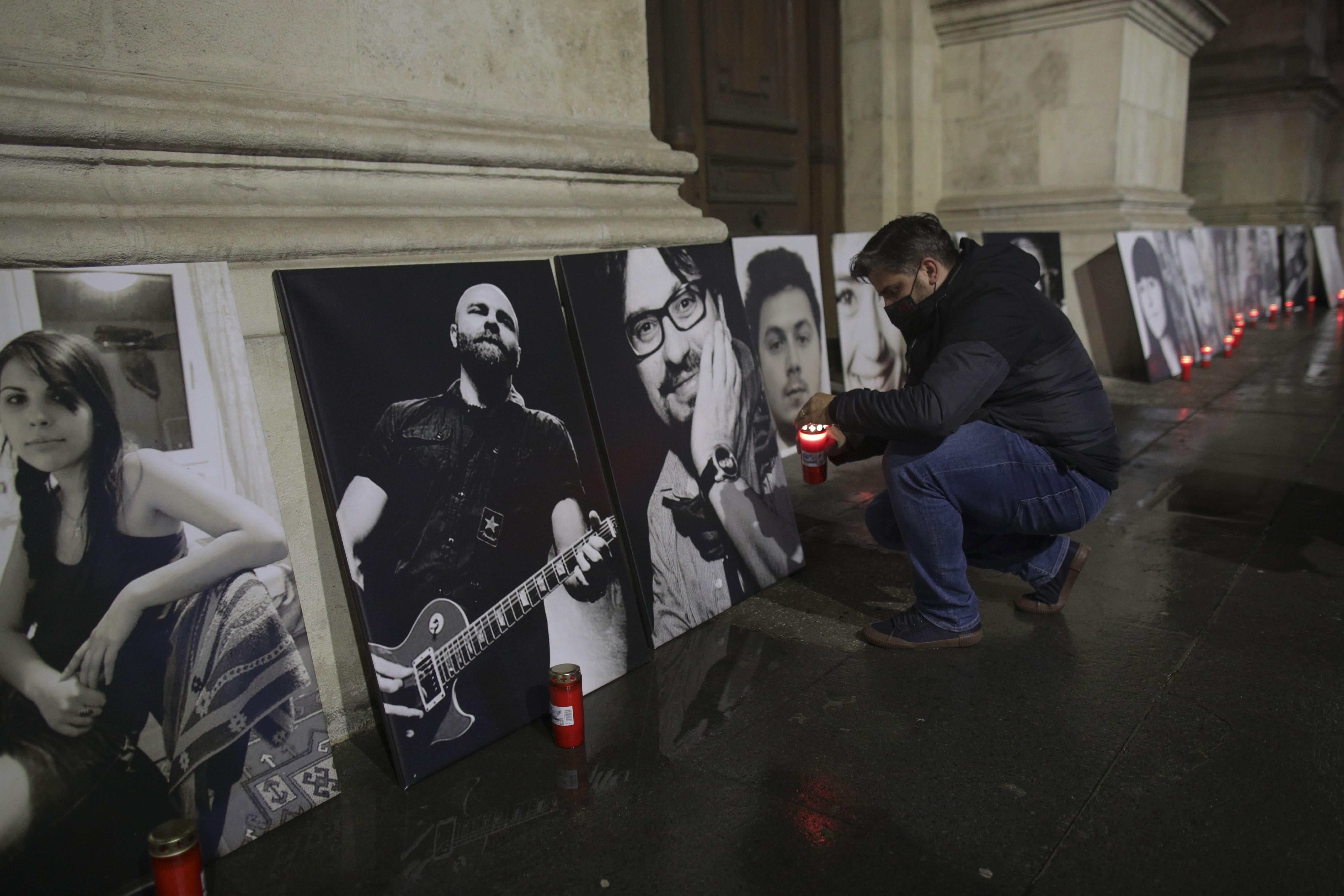 FOTO. Lanț uman organizat în București, în memoria victimelor tragediei din Clubul Colectiv