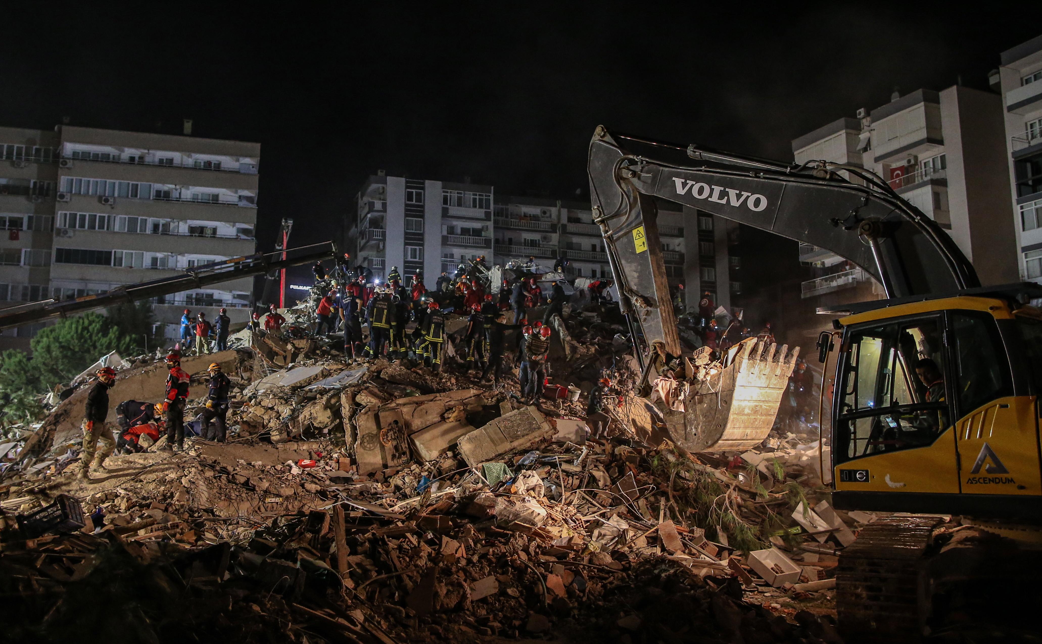 Cutremur în Turcia: 25 de morți, 800 răniți. Românii care au simțit seismul sunt îngroziți