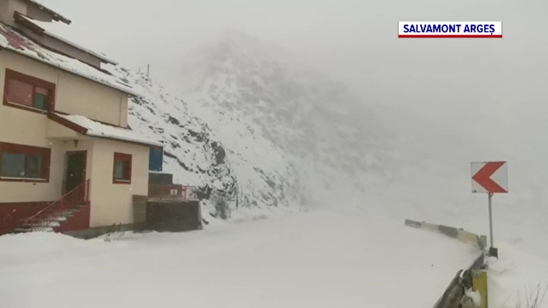 Ninge în mai multe zone din țară. Pe Transfăgărășan s-a depus un strat de jumătate de metru