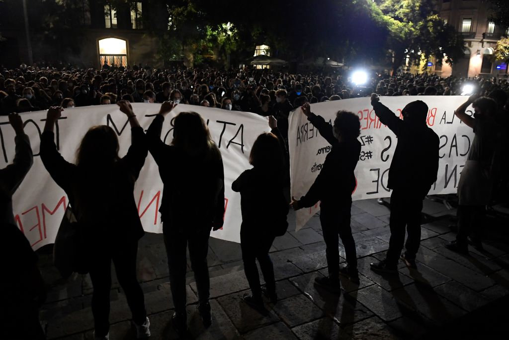 Proteste violente în Spania și Italia, din cauza noilor măsuri impuse pentru combaterea COVID-19