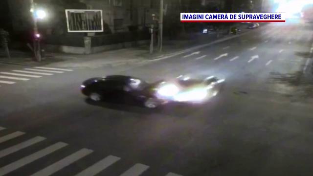 Accident grav în Timișoara. Două mașini s-au izbit violent, după ce unul dintre șoferi a trecut pe roșu
