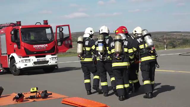 """Exercițiu spectaculos pe Aeroportul """"Transilvania"""" din Târgu Mureș. În cât timp au intervenit autoritățile"""
