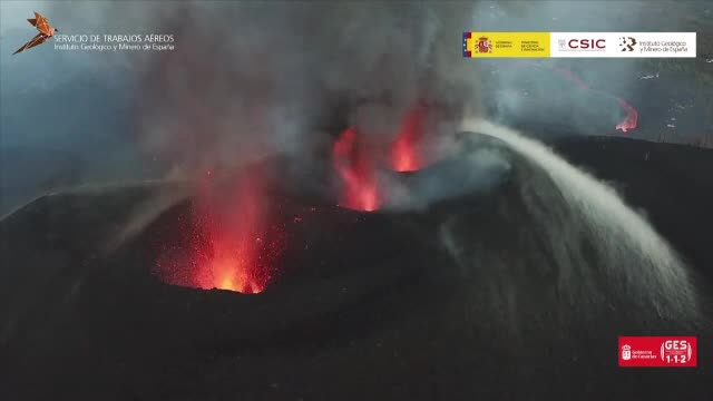 Vulcanul din insulele Canare, tot mai violent. Lava a distrus peste o mie de case