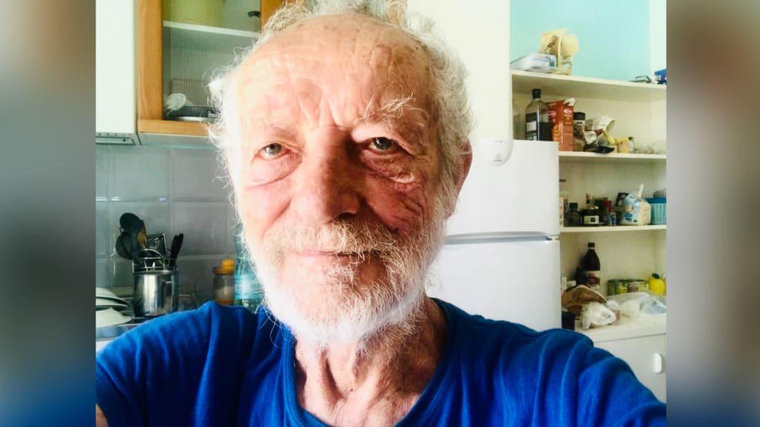 Bărbatul care a trăit 33 de ani singur pe o insulă s-a întors în civilizație. Cum arată viața lui acum