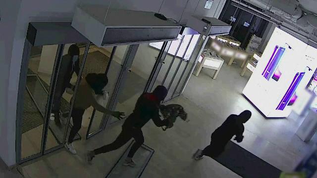 Cinci români au dat o spargere de 30.000 de euro, în Budapesta. Întreg jaful a fost filmat