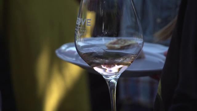 Ziua Națională a Gastronomiei și a Vinului Românesc. Cu ce bunătăți tradiționale au fost delectați turiștii străini
