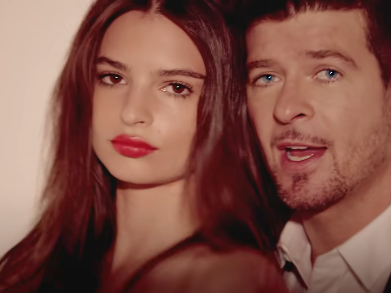 Emily Ratajkowski îl acuză de hărţuire pe cântăreţul Robin Thicke la filmările pentru videoclipul