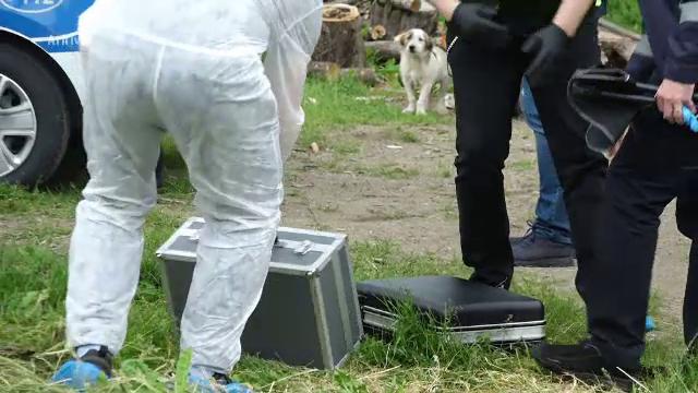 Caz șocant într-o comună din Buzău. Un bărbat, cercetat pentru profanare de cadavre, după ce și-a îngropat mama în curte