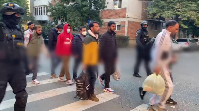 18 migranți, găsiți într-un apartament din Timișoara. O rețea de traficanți este anchetată