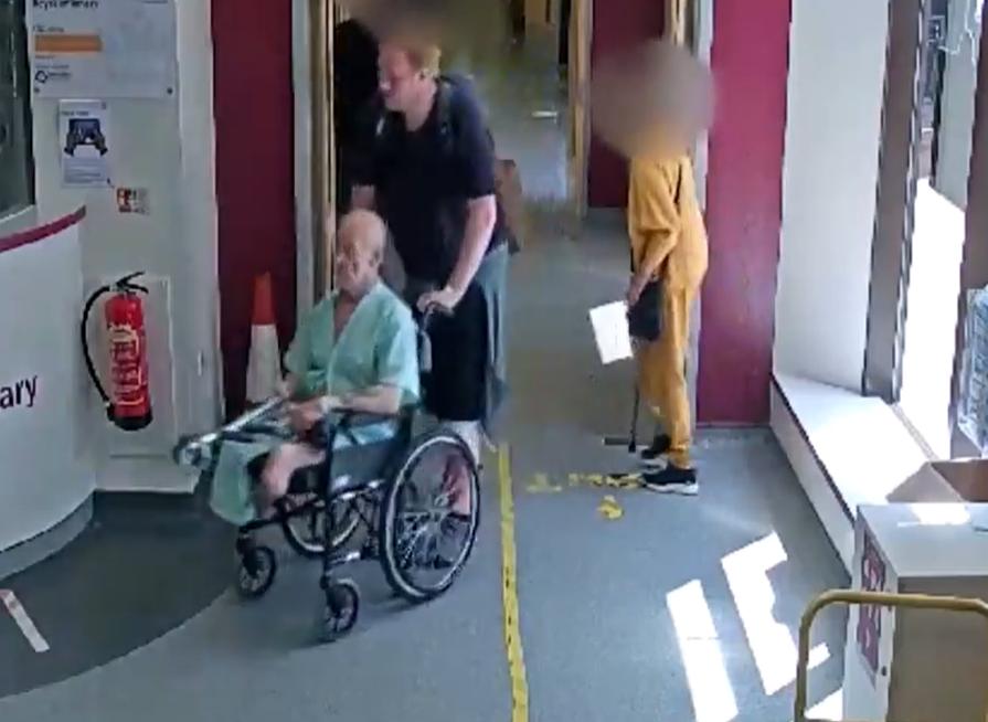 Un bărbat aflat în scaun cu rotile a fost furat din spital. Tocmai se trezise dintr-o comă de șase săptămâni