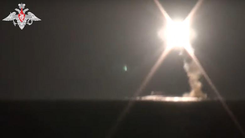 VIDEO. Rusia a lansat cu succes, în premieră, o rachetă de croazieră hipersonică Zircon de pe un submarin