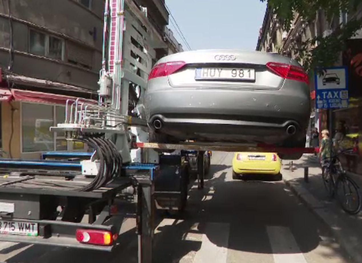 Unde se ridică mașinile parcate neregulamentar în București și cât costă recuperarea acestora