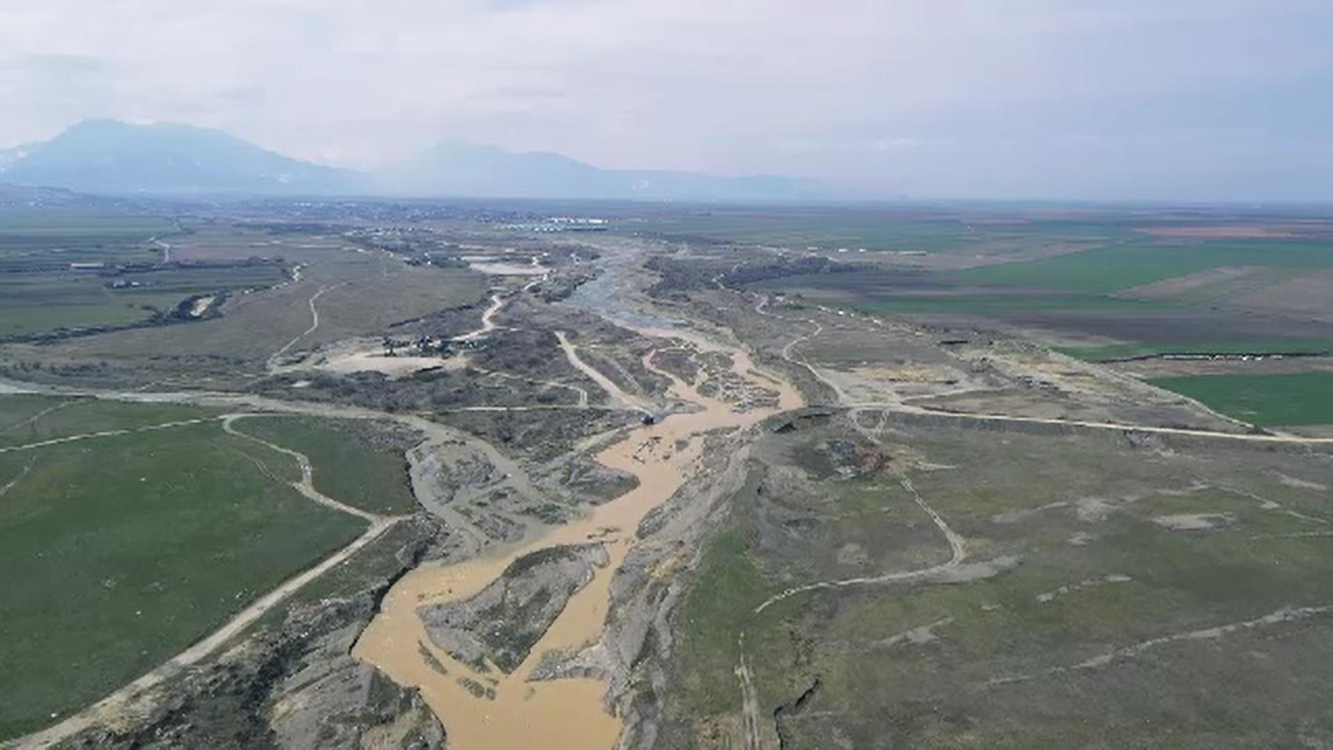 Autorităţile competente recunosc că sunt depăşite de situaţia săpăturilor ilegale în râurile țării