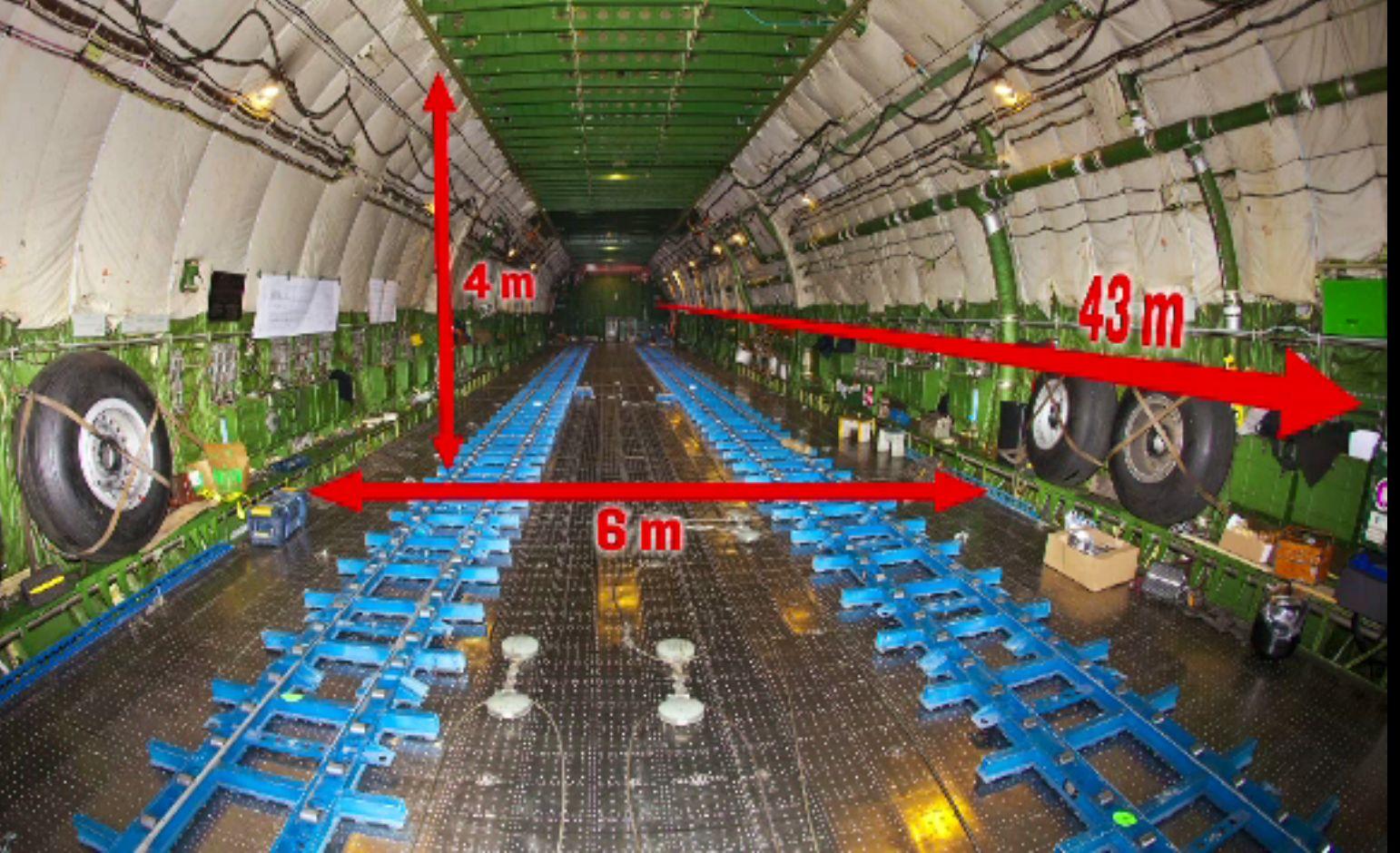 Cel mai mare avion din lume, Antonov 225, a aterizat pe Otopeni. Înălțimea e de șase etaje și e mare cât un stadion