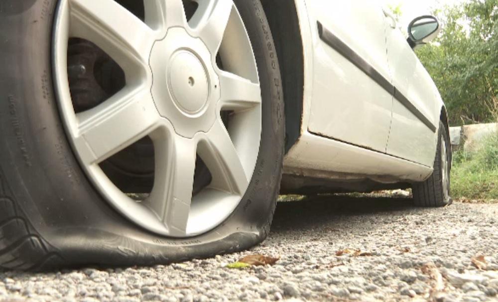 Anvelopele a zeci de mașini au fost distruse peste noapte într-o parcare din Cluj-Napoca