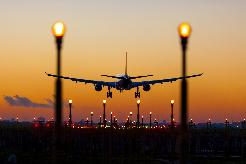 Atac pe un aeroport din Arabia Saudită. Cinci persoane au fost rănite